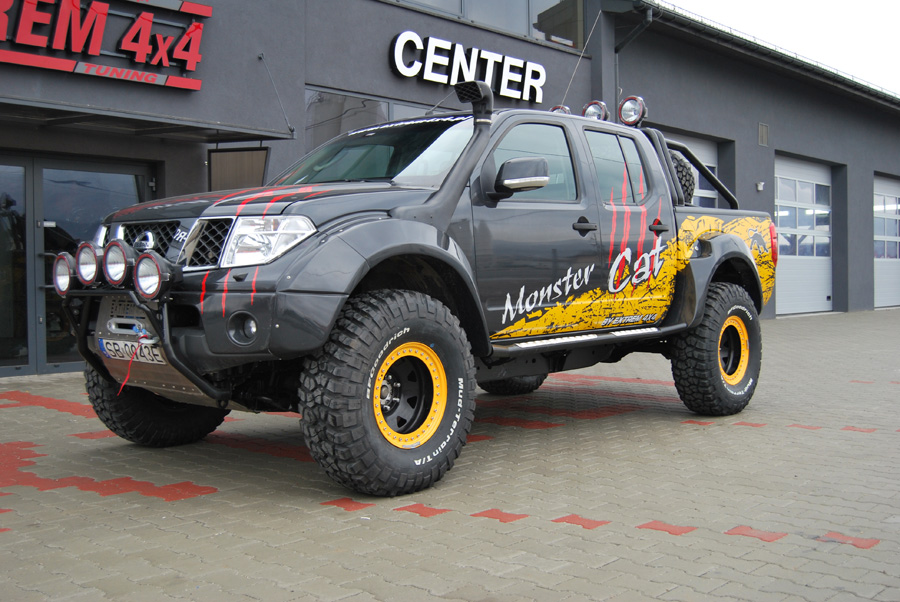 Nissan Navara D40 Monster Cat