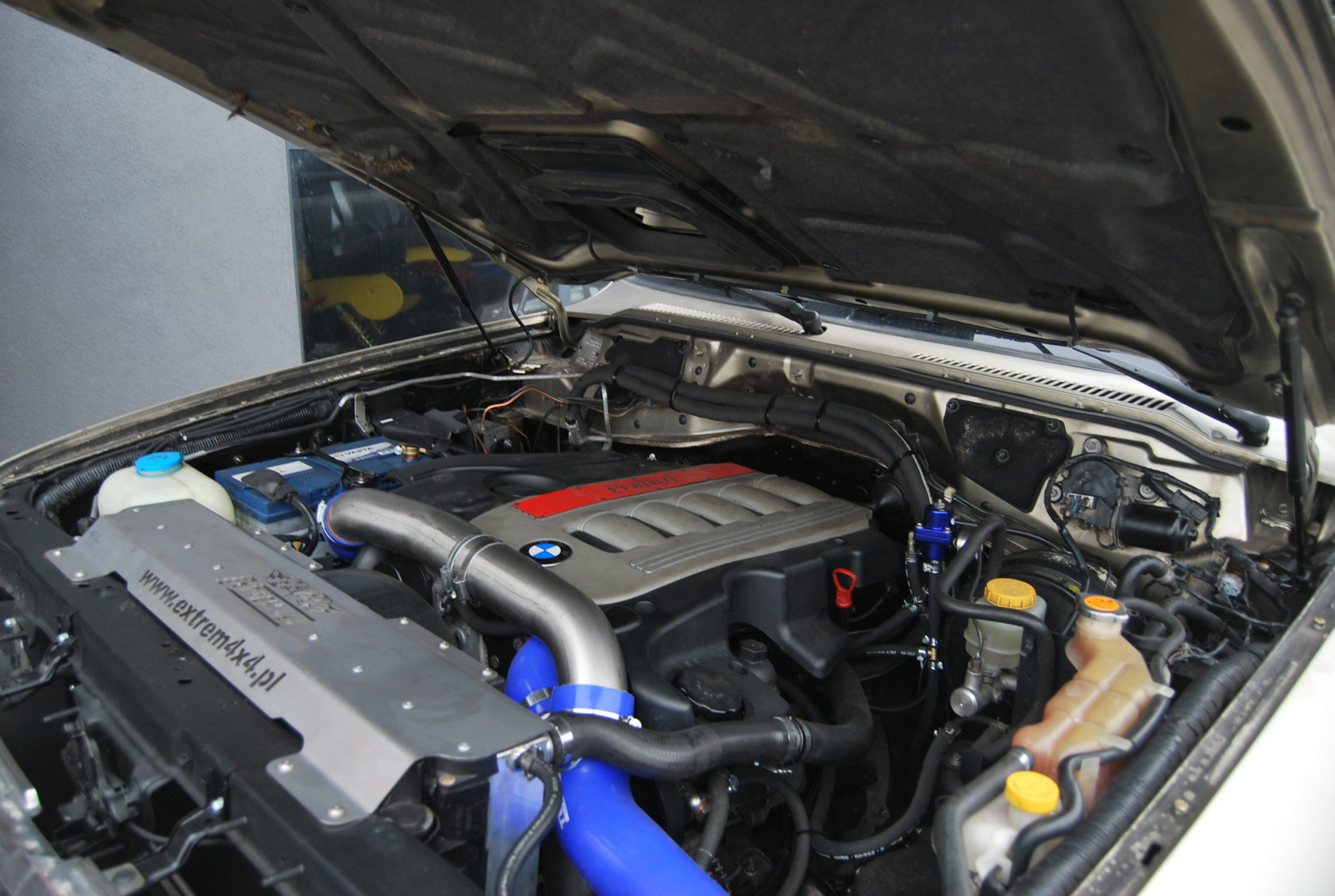 Nissan Patrol Y61 BMW SWAP